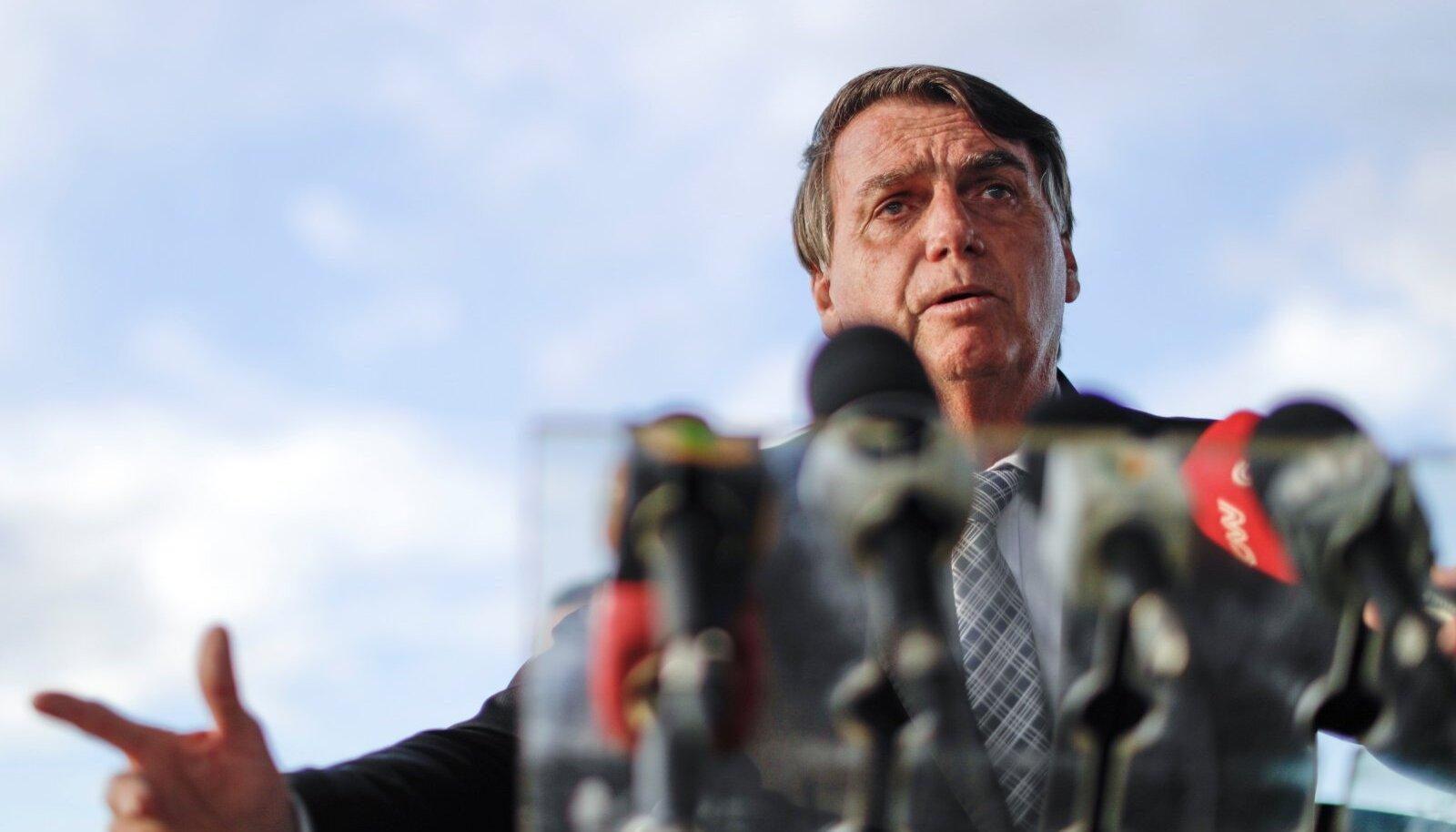 SEIS ON HALB: Käpardlik tegutsemine koroonapandeemia ajal ja trumpistliku laine taandumine võib Bolsonaro poliitlennu lõpetada.