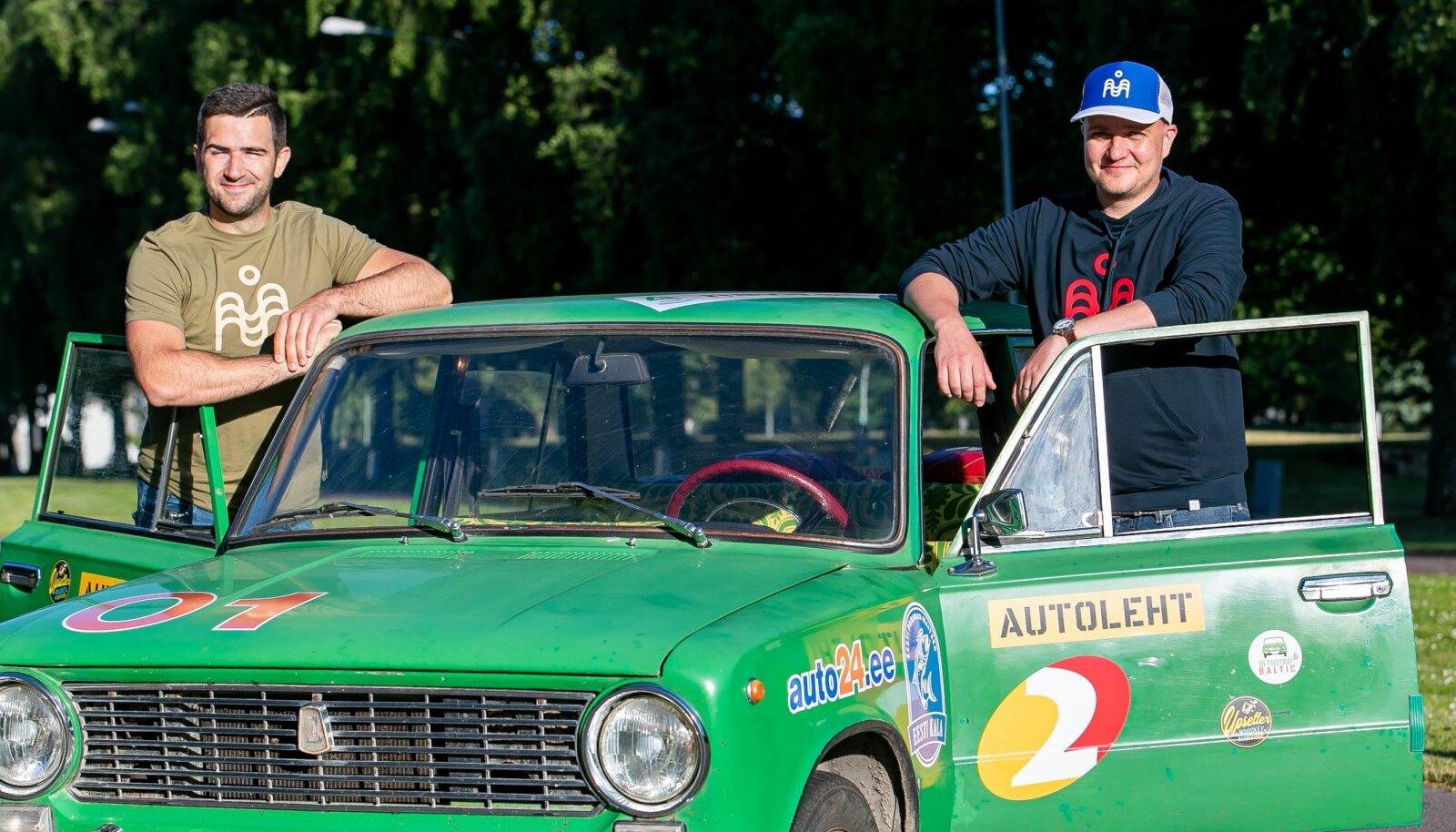 Robert Rool ja Kristjan Ojang oma truu rohelise 1973. aasta VAZ-2101ga.