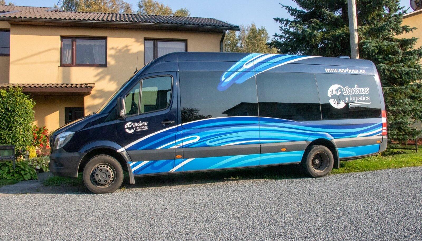 Praegu inimesi 16-kohaliste bussidega vedava Sarbuss Logisticsi bussidel on koduleheks märgitud www.sarbuss.ee, millele minnes näeb veateadet.