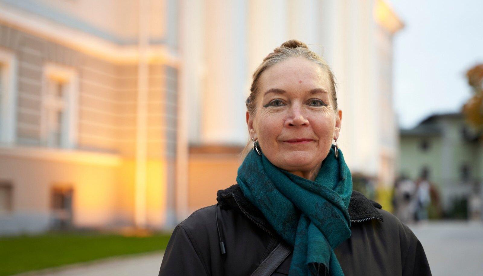 Tartu ülikooli ametiühingu esimees Ruth Tammeorg ütleb, et riik peaks akadeemilistele töötajatele maksma põhipalka.