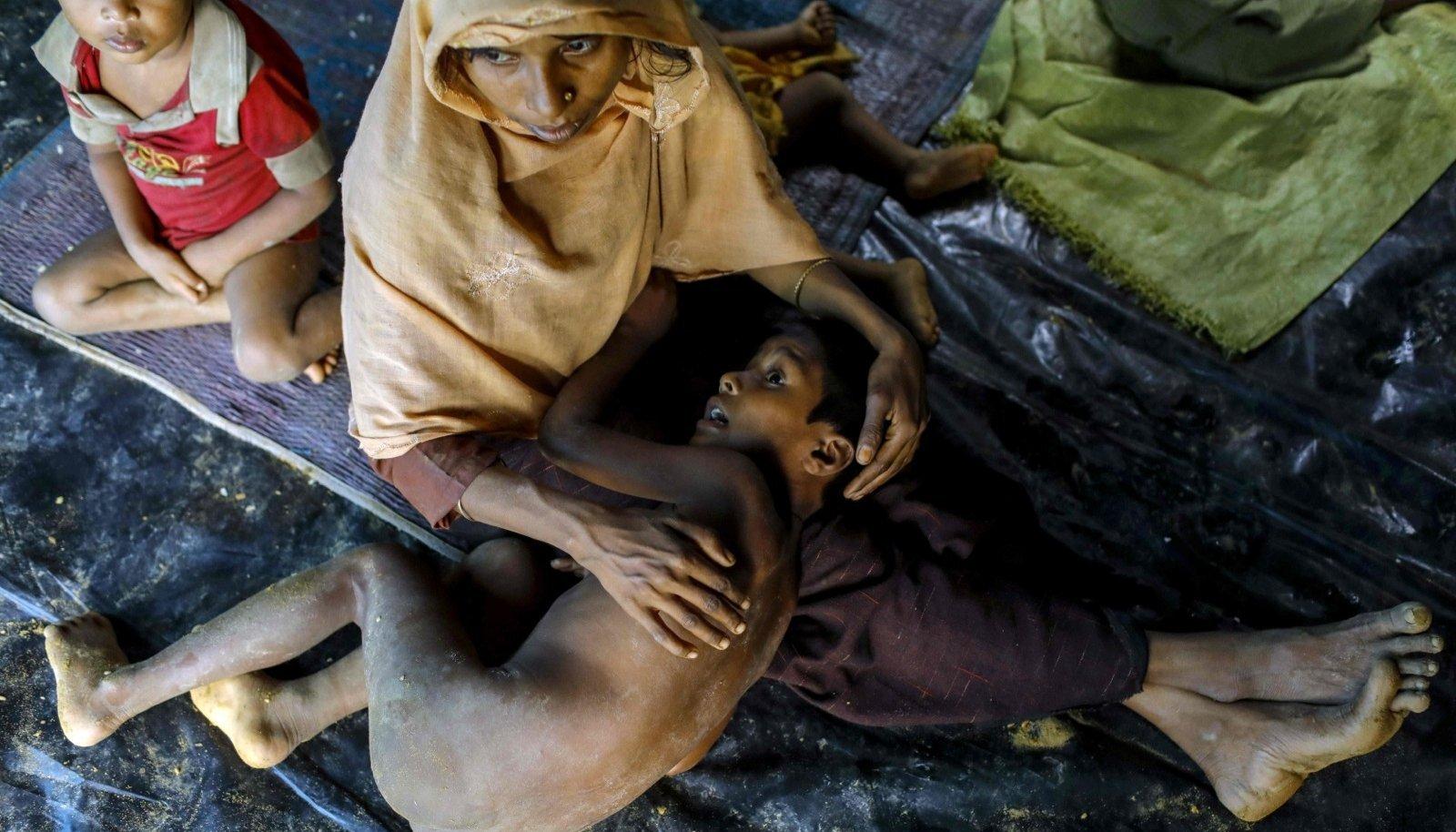 Rohingja põgenikud eile Bangladeshis Teknafi linna lähistele püstitatud pagulaslaagris