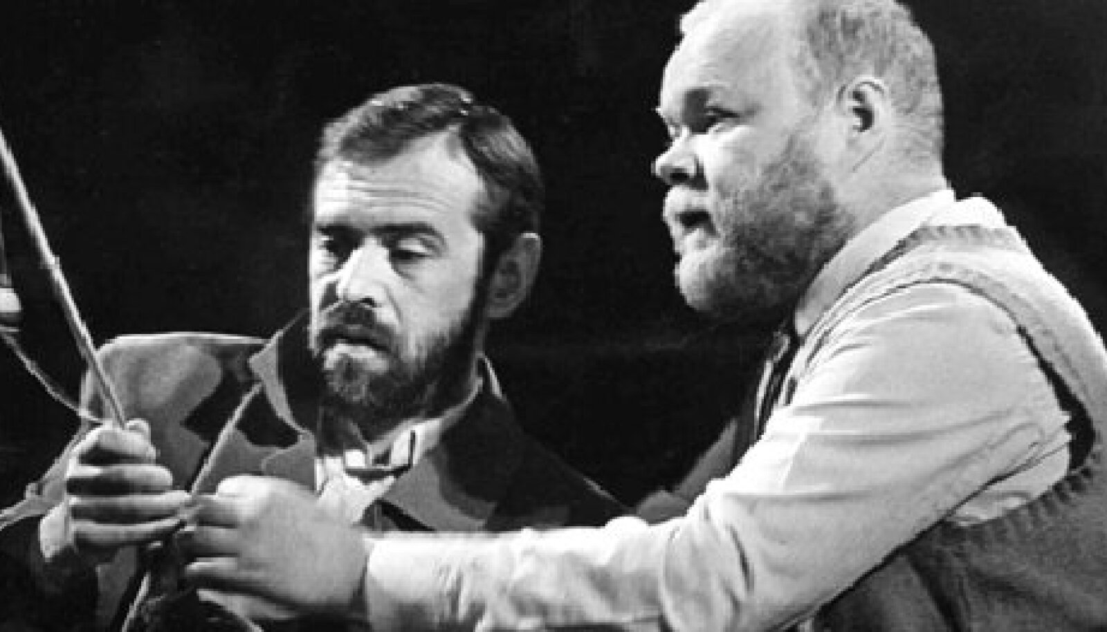 """Lapsepõlvemälestuste, isa kadumise ja 1940. aastate murranguliste sündmustega tegeleb Kõiv ka näidendis """"Tagasitulek isa juurde"""" (esietendus 1993 Eesti Draamateatris, lavastaja Priit Pedajas)."""