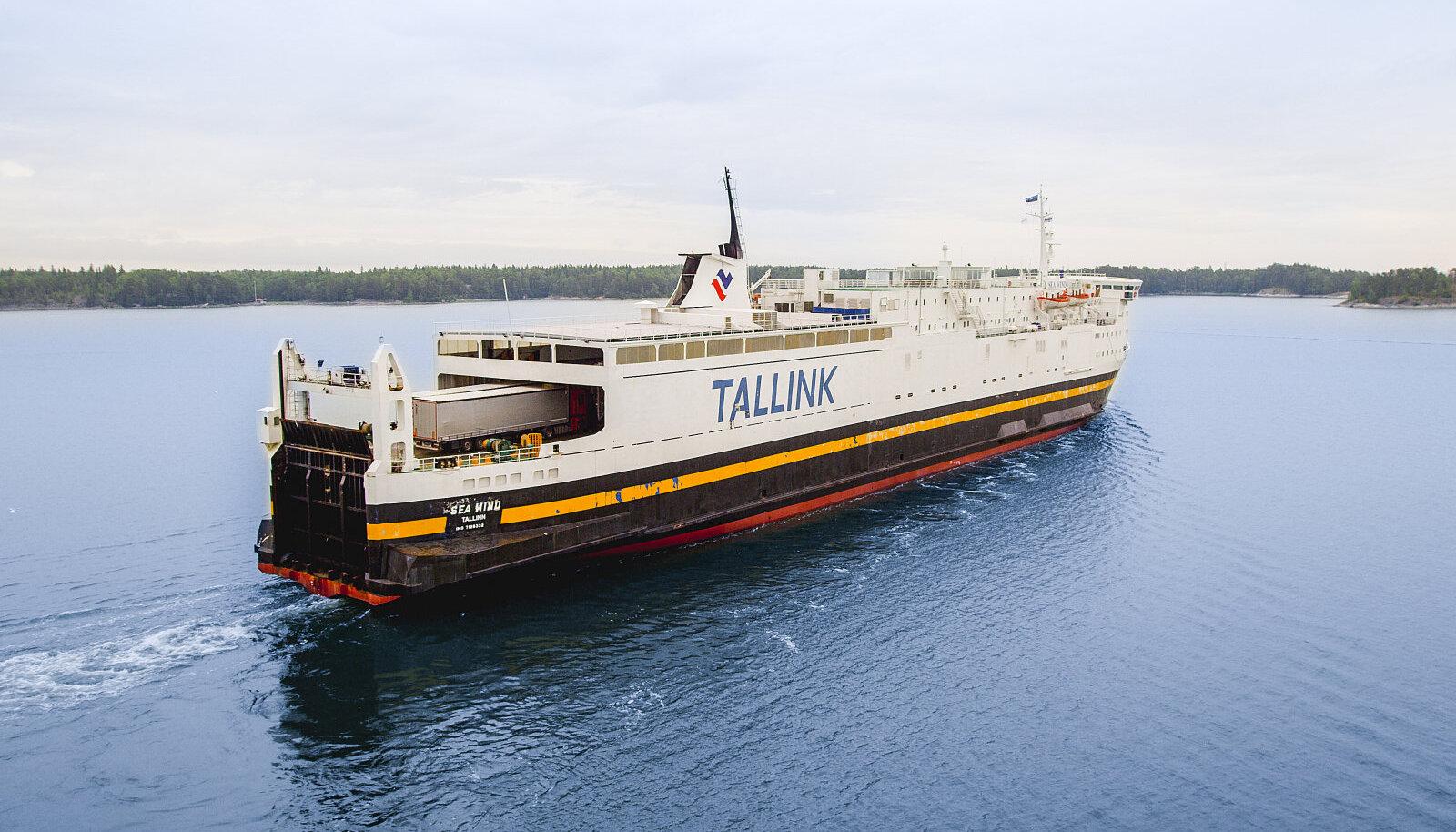 Sea Wind, ainus raudteevaguneid vedada võiv parvlaev Läänemerel.