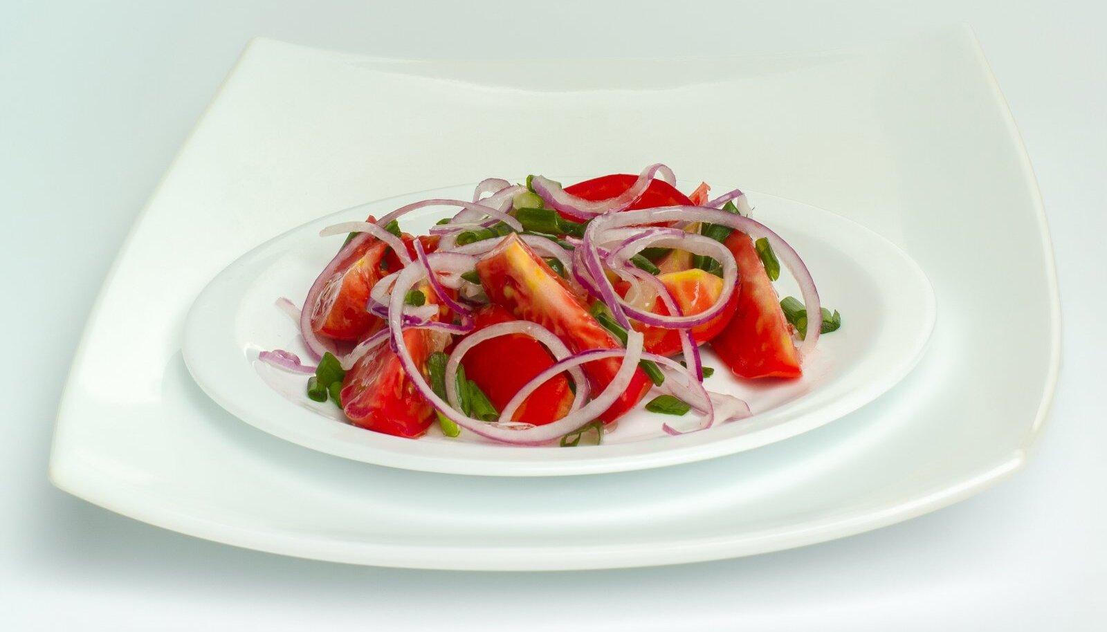 Tomati-sibulasalat