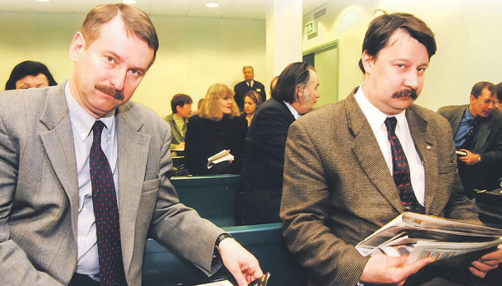 Eesti Päevalehe avaldatud Eesti Panga dokumentidel on nii tollase Eesti Panga presidendi Siim Kallase (vasakul) kui ka tema juriidilise nõuniku Urmas Kaju allkirjad. Pilt on tehtud mõni aeg hiljem, 1999. aastal.