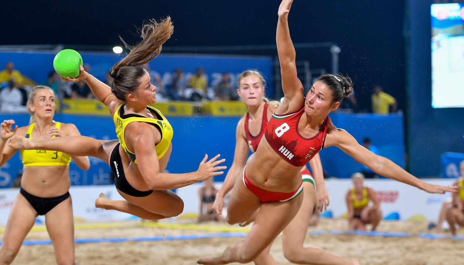 Naiste rannakäsipall. Pilt on illustratiivne.