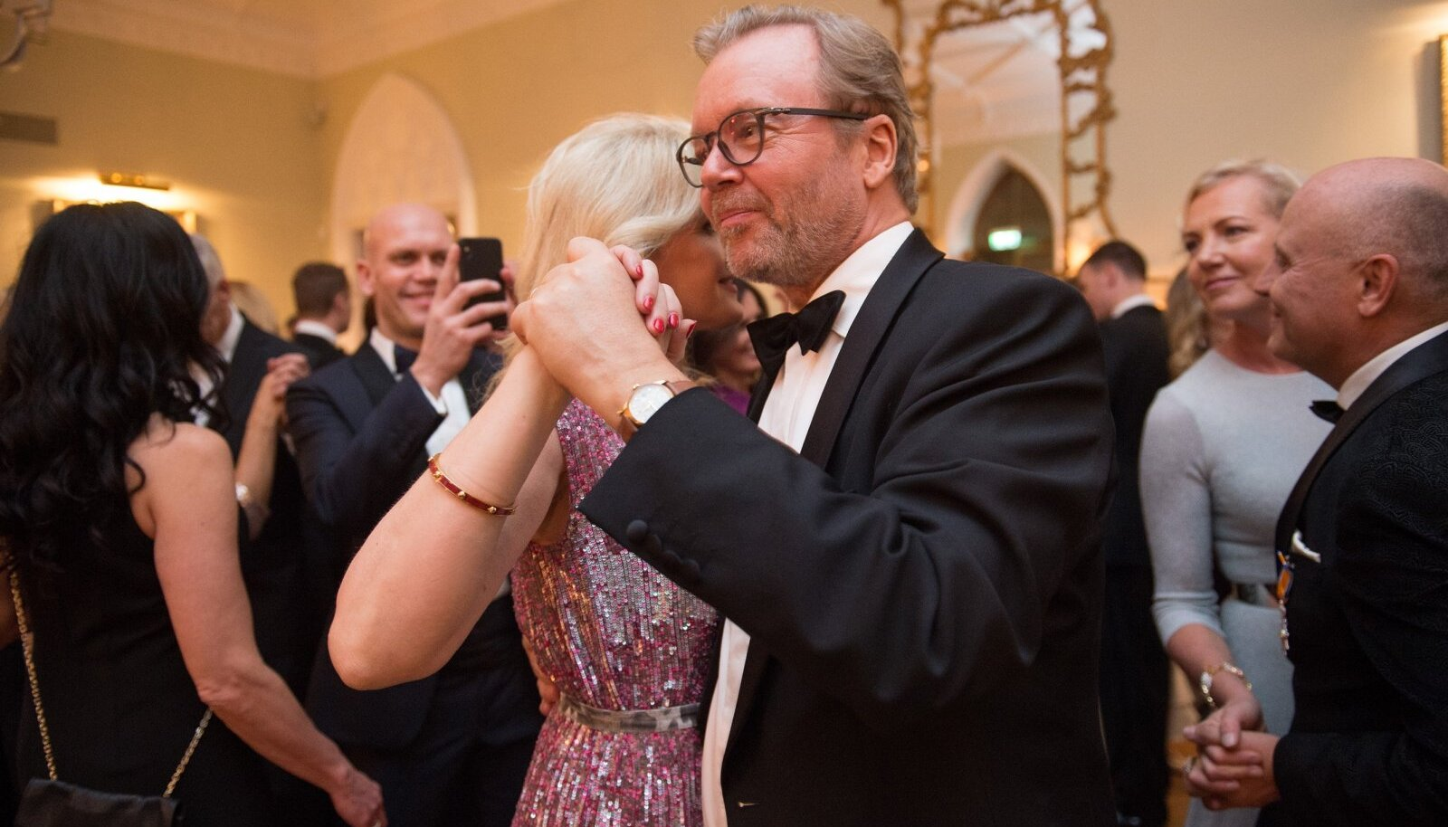 Suurettevõtja Joakim Helenius koos abikaasa Evelyga tantsuhoos