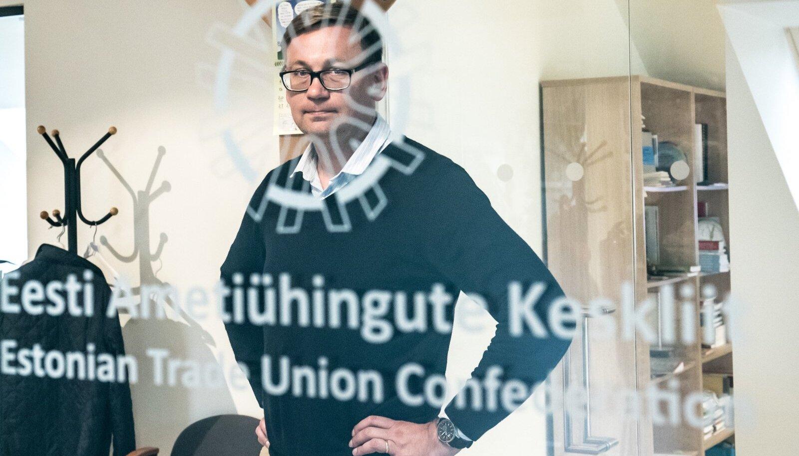 Ametiühingute ja töötukassa nõukogu juht Peep Peterson märgib, et kui teine laine toob Euroopas kaasa uued ulatuslikud sulgemised, on ka Eesti ettevõtete ja töötukassa vastupanuvõime nõrgem.