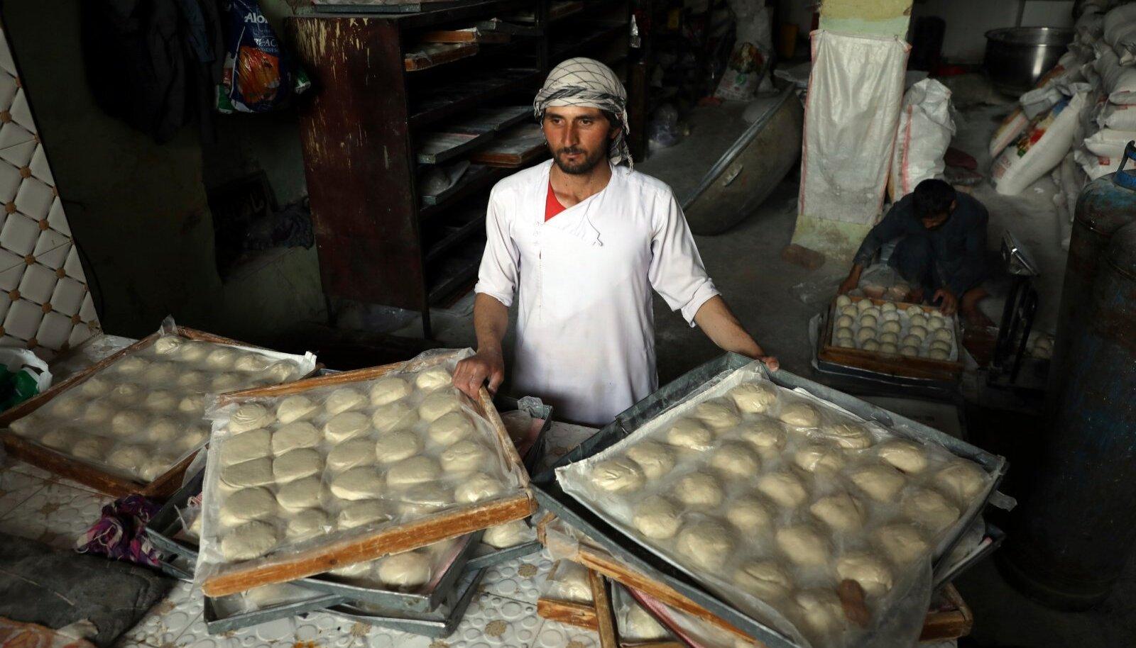 Tavalistele afgaanidele võib selle Kabuli pagariäri toodang muutuda varsti liiga kalliks.