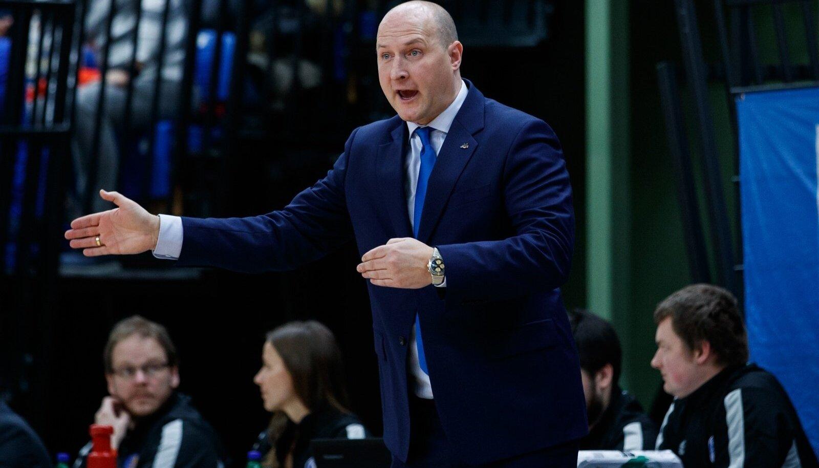 Roberts Štelmahers astus ebaõnnestunud valiksarja järel Läti koondise peatreeneri kohalt tagasi.