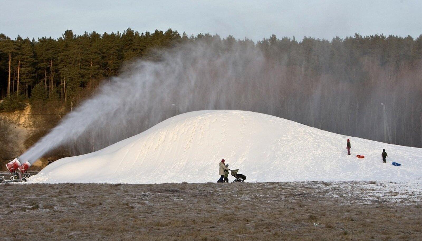 Siiani on talve päästnud lumekahurid, aga nüüd pole neistki abi.
