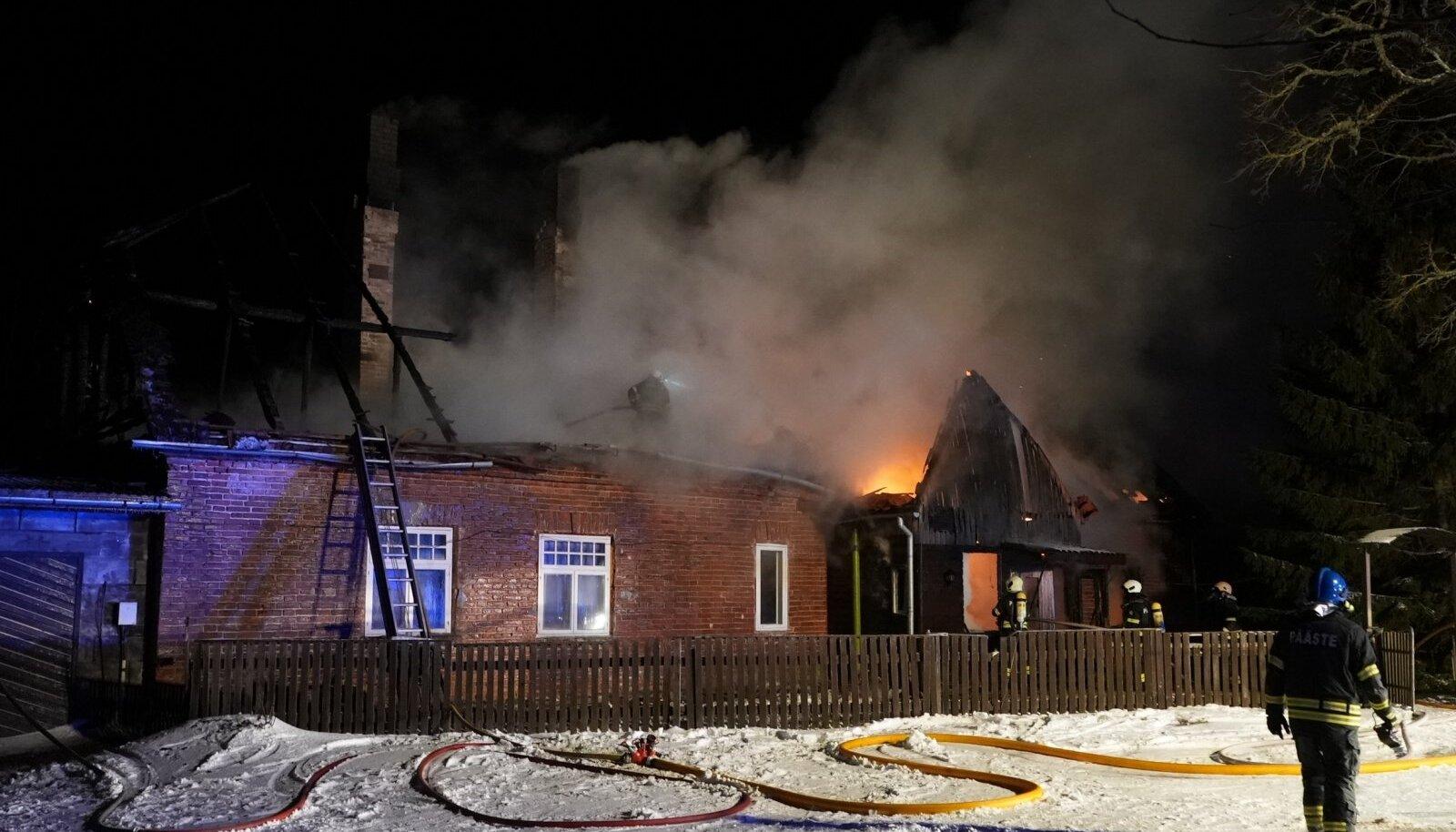 Tulekahju Viljandimaal Peetrimõisas
