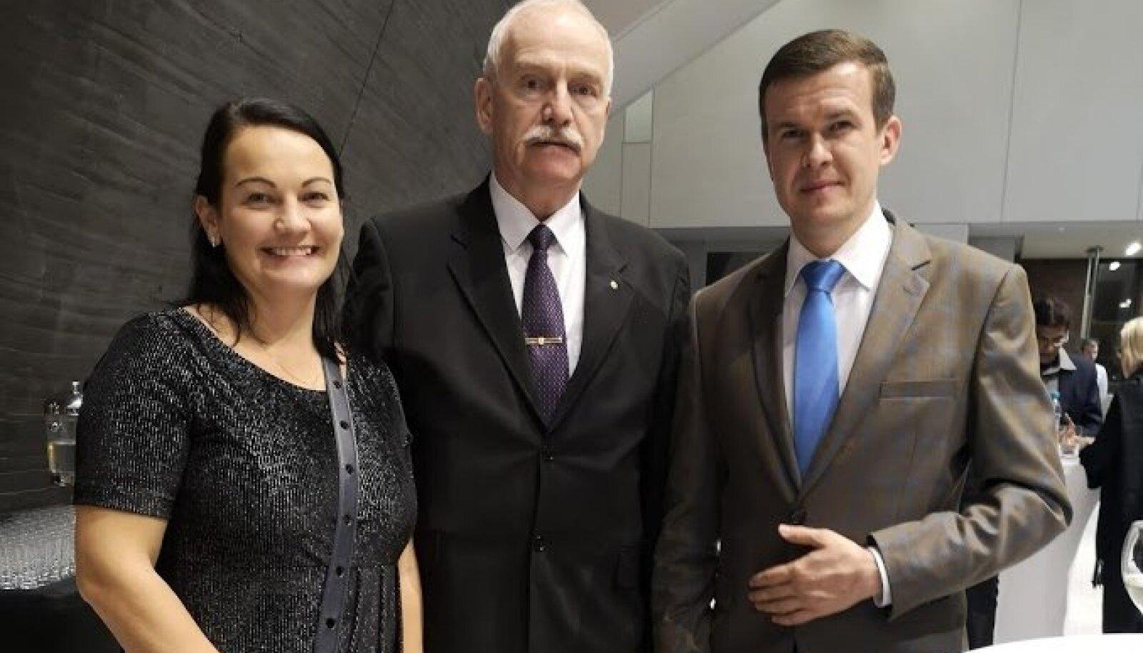 Fotol (vasakult paremale) EAD testijuht Triin Lepp, EAD juhatuse liige Henn Vallimäe ja uus WADA president Witold Banka