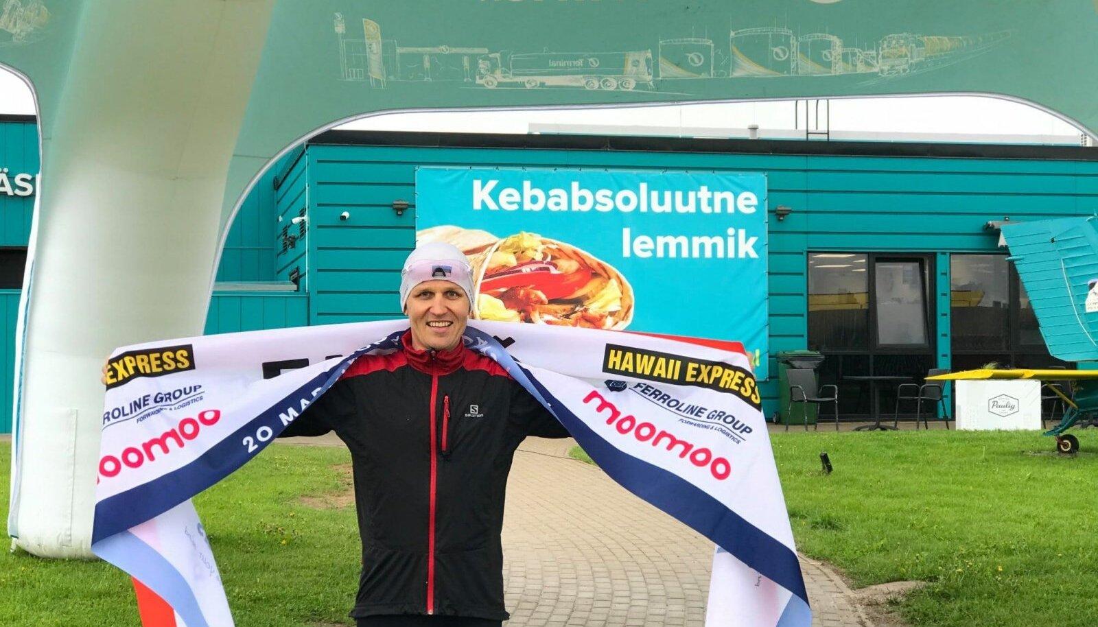 Rait Ratasepp kolmanda maratoni finišis.