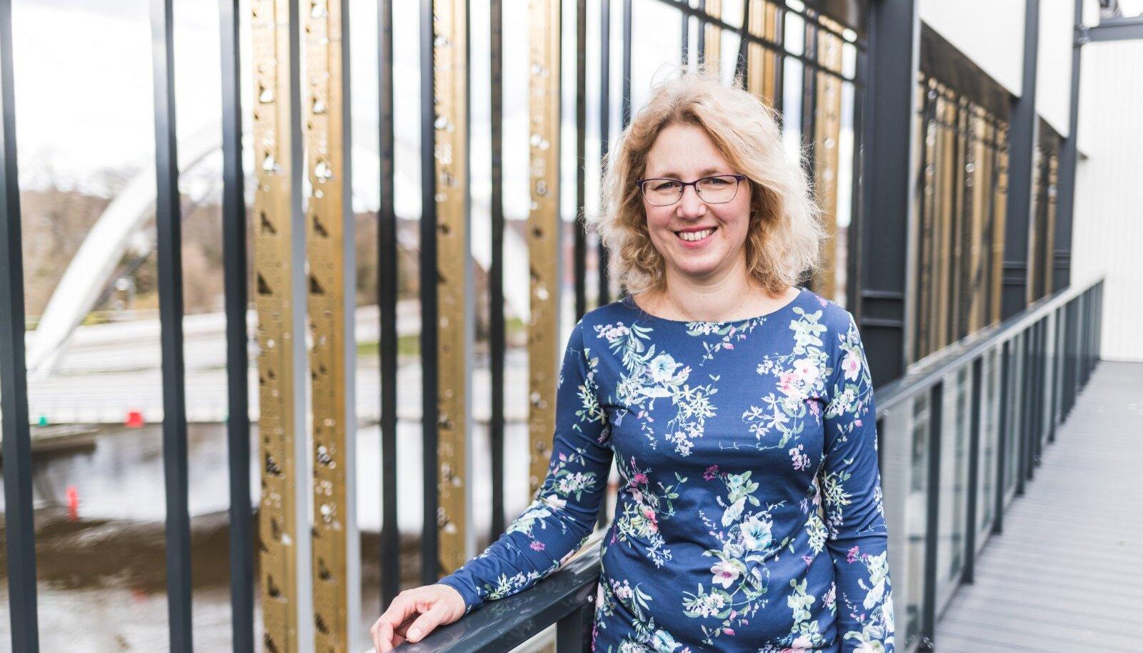 """""""POLIITIKUD MÕISTAVAD, AGA AEGA JA JÕUDU EI OLE"""": Professor Krista Fischer nõustab valitsust teadusnõukogu liikmena koroonaviiruse vastases võitluses."""
