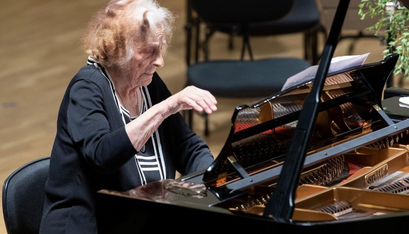 """""""Klaverikontserdi"""" sarja avakontserdil esines Erna Saar"""
