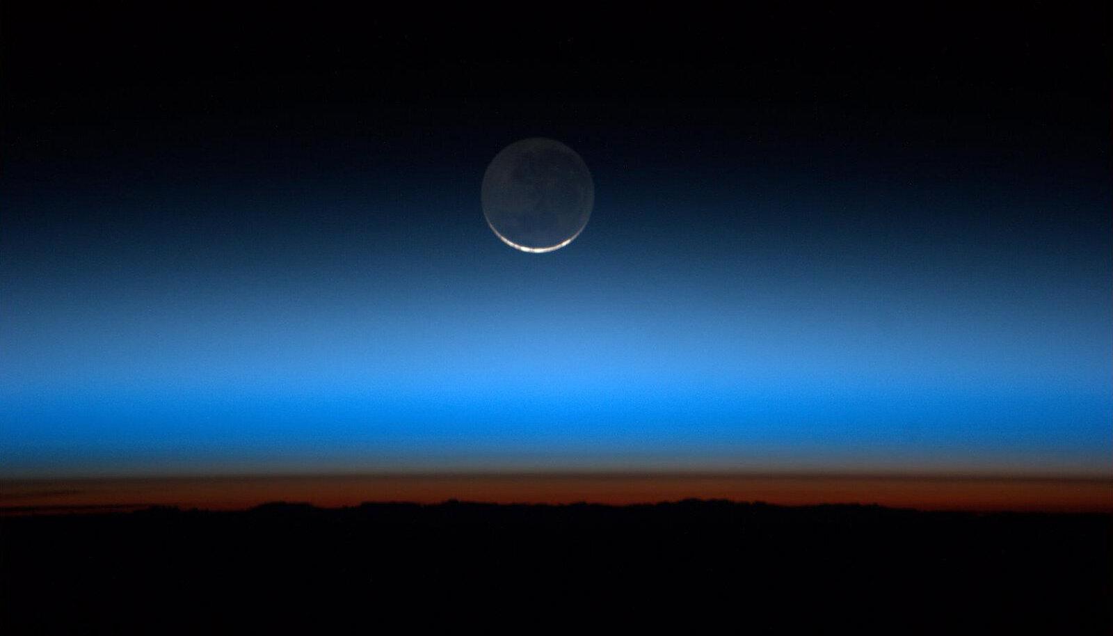 Kuu pildistatuna rahvusvahelise kosmosejaama aknast.