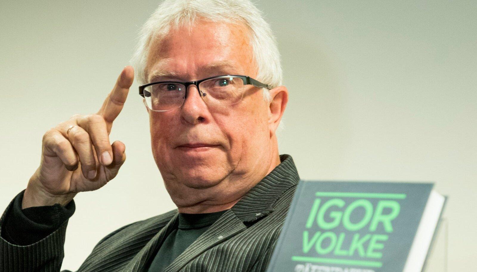"""Igor Volke esitles värvikale seltskonnale unikaalset ufo-antoloogiat """"Täiendatud ufopäevikud"""""""
