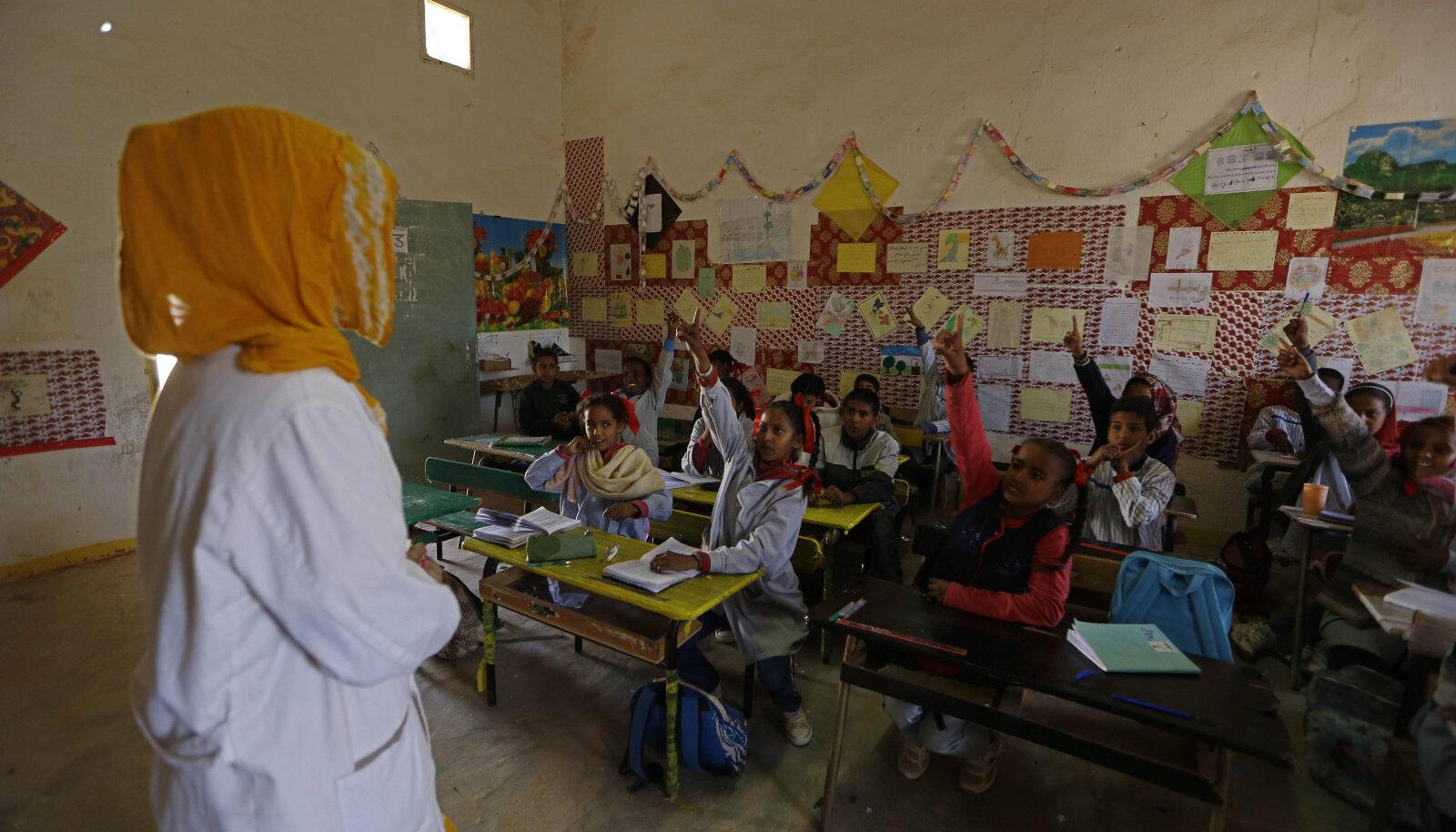Lõuna-Alžeerias põgenikelaagris asuv kool.