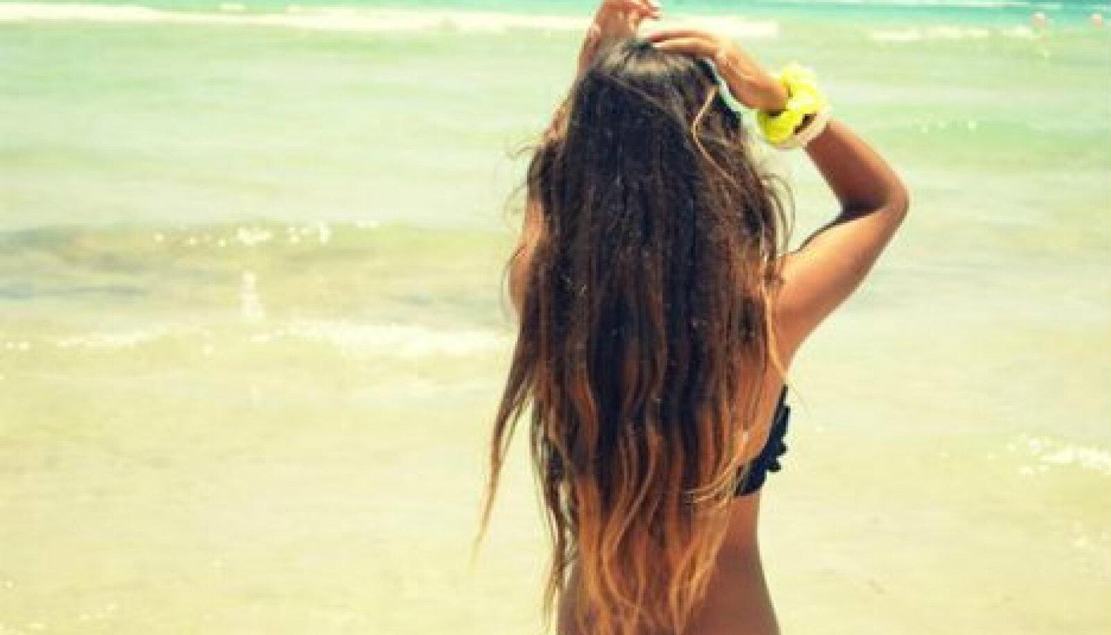 Juuste päikesekaitsevahendid toimivad täpselt samasugusel põhimõttel nagu nahale mõeldud tooted, kaitstes juukseid ülemäärase kahjuliku päikesekiirguse eest