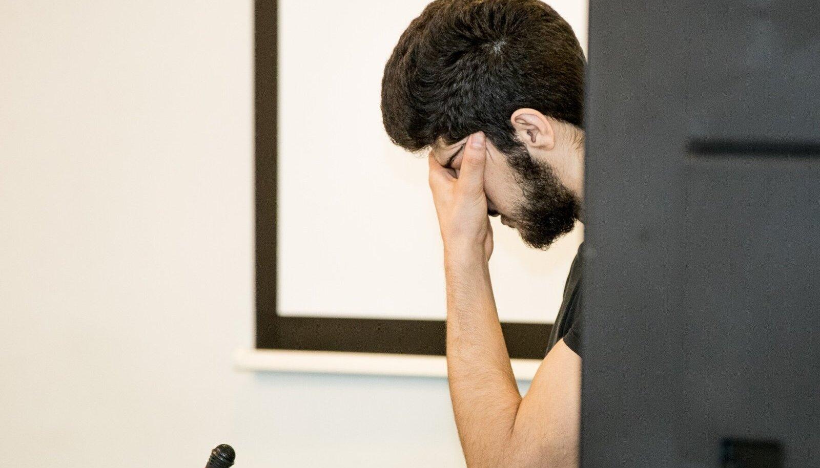 KÜMME AASTAT VANGISTUST: Süürlane Kovan Mohammad Harju Maakohtus kohtunik Merle Partsi otsust kuulamas.