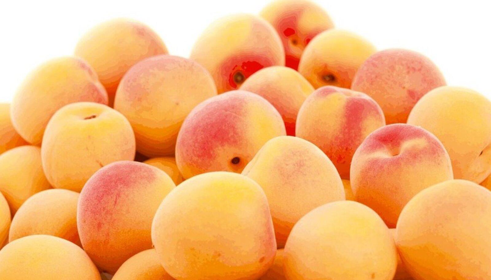 Ka aprikoosi kivid  sisaldavad nii kasulikke kui ohtlikke aineid.