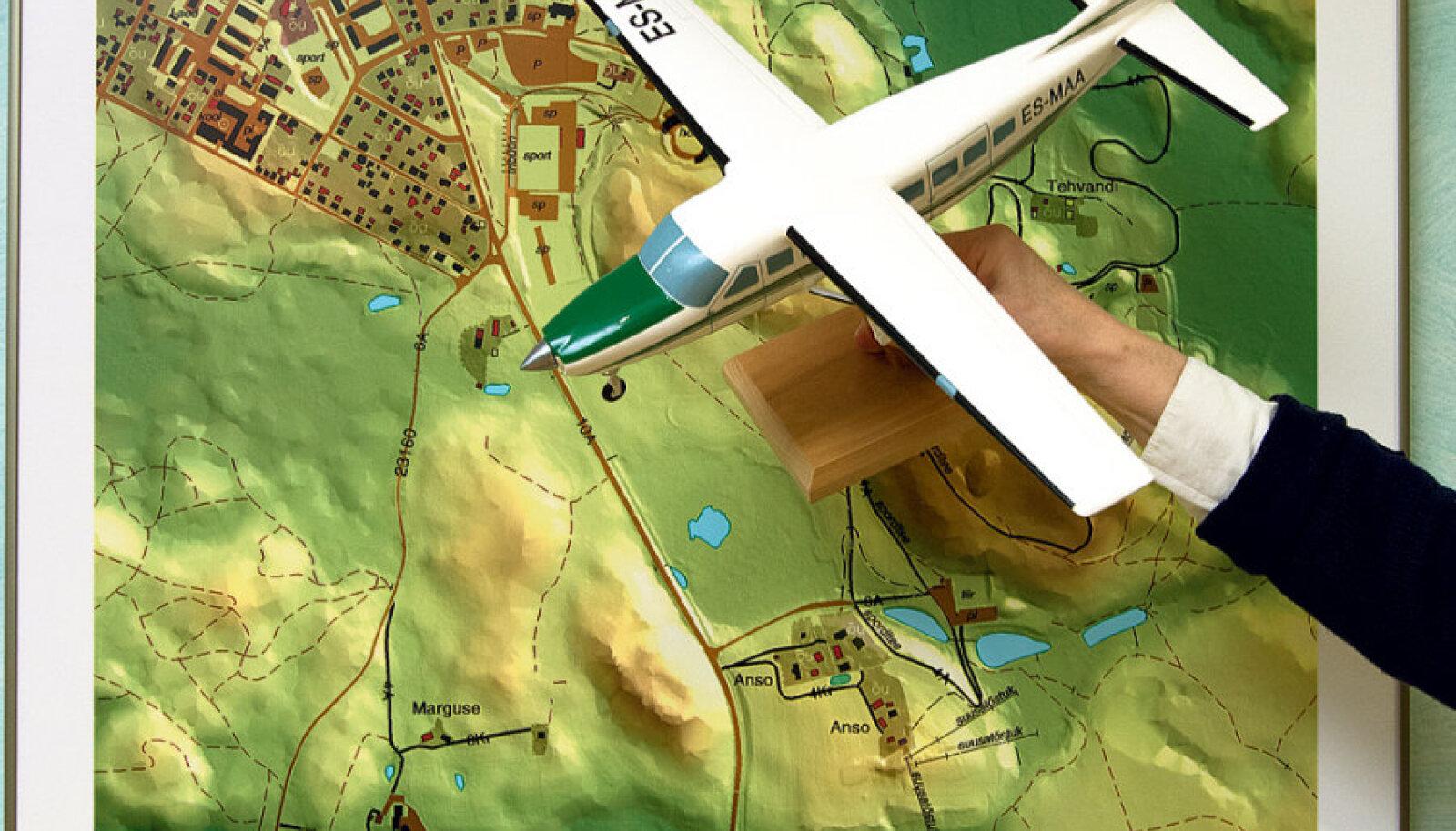 Maa-amet kasutab kaardistamiseks eraldi selleks kohandatud väikelennukit, milles laserskänner  ja spetsiaalne masin digitaalsete fotode saamiseks.