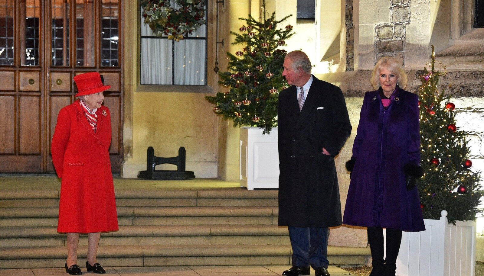 """Briti õukond peab kasutama igat nippi, et """"The Crowni"""" järgmine hooaeg vanu haavu uuesti lahti ei kisuks. Skandaalne 4. hooaeg tegi mainekujundajate aastatepikkuse töö mõttetuks, sest Charles ja Camilla langesid televaatajate põlu alla."""