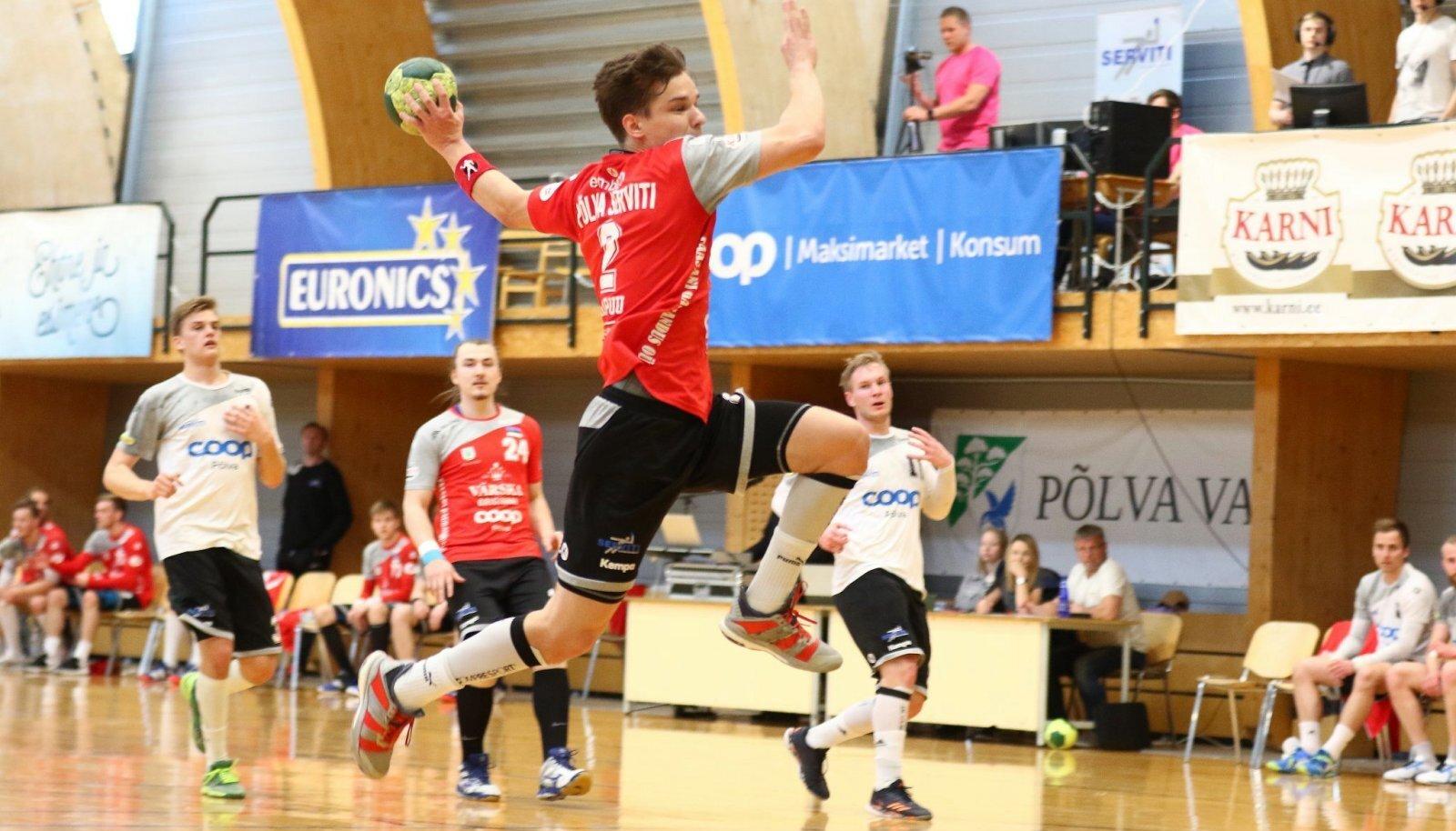Serviti ridades vigastatud kapten Kristjan Muugat paremal äärel asendav Sander Sarapuu (viskel) on kahe poolfinaalmänguga Coopi võrku saatnud 11 palli.