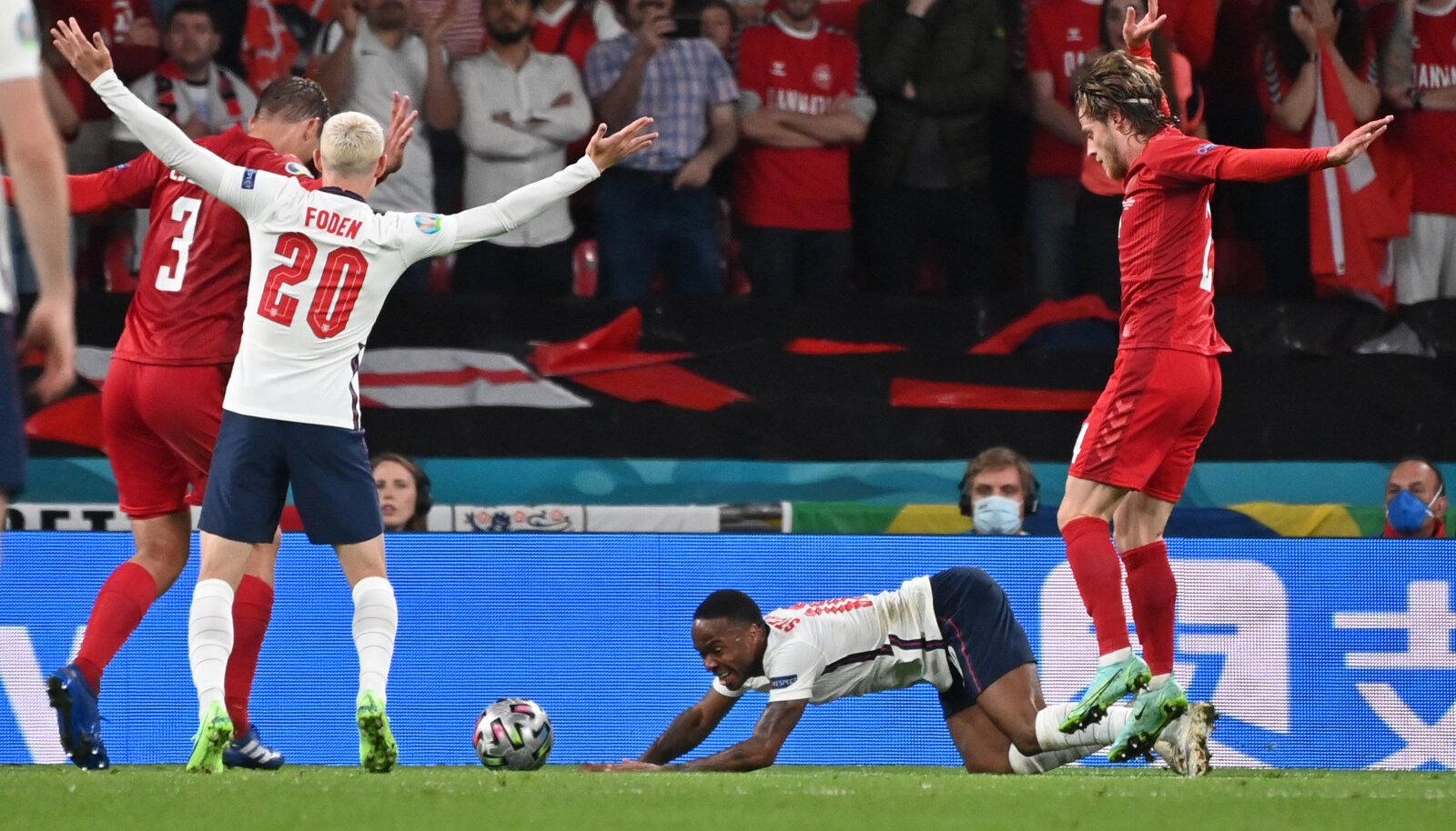 Ключевой момент полуфинала Англия - Дания