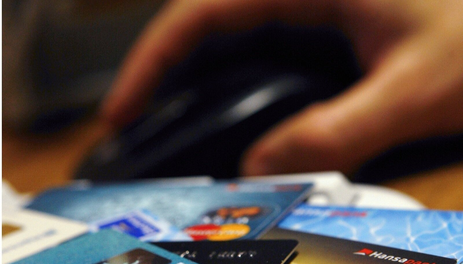 Tarbijate arvelt teenitakse miljoneid