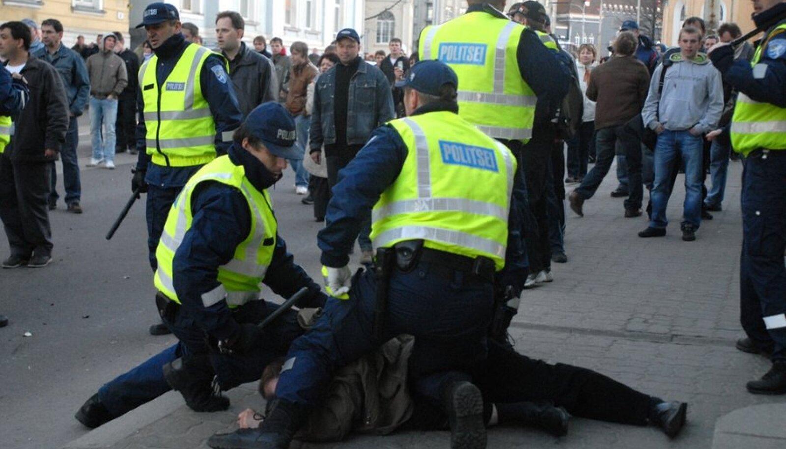 Rahutused Tallinnas pronksiöö teisel päeval