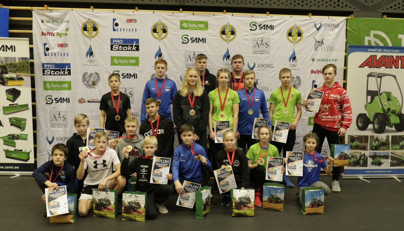 XI Maalehe maadlusturniiri medalivõitjad