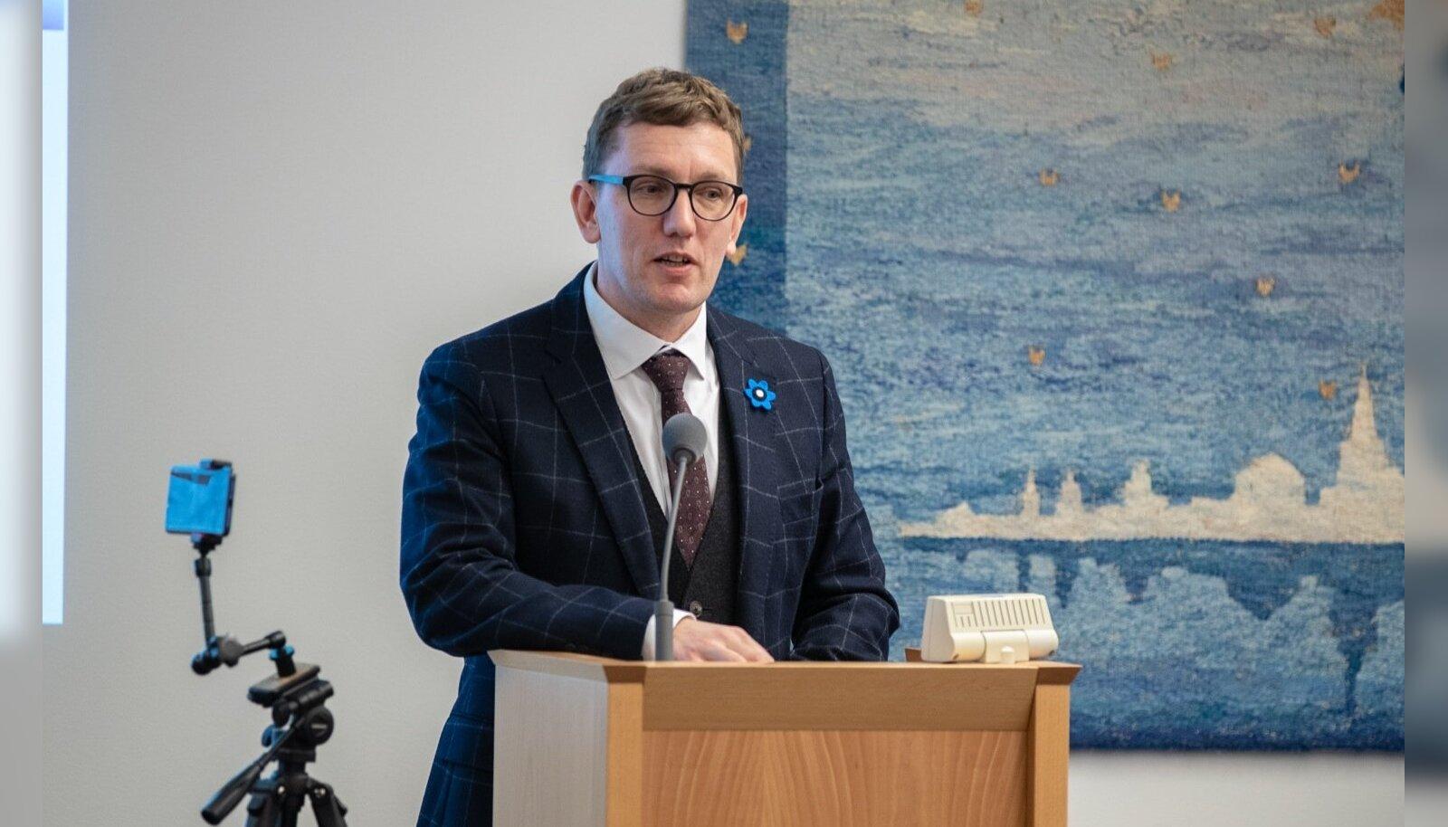Michal: Helmede Lenini tsiteerimine ja solvangud on kulunud sõu kordusetendus, kuid Eestile sünnib kahju