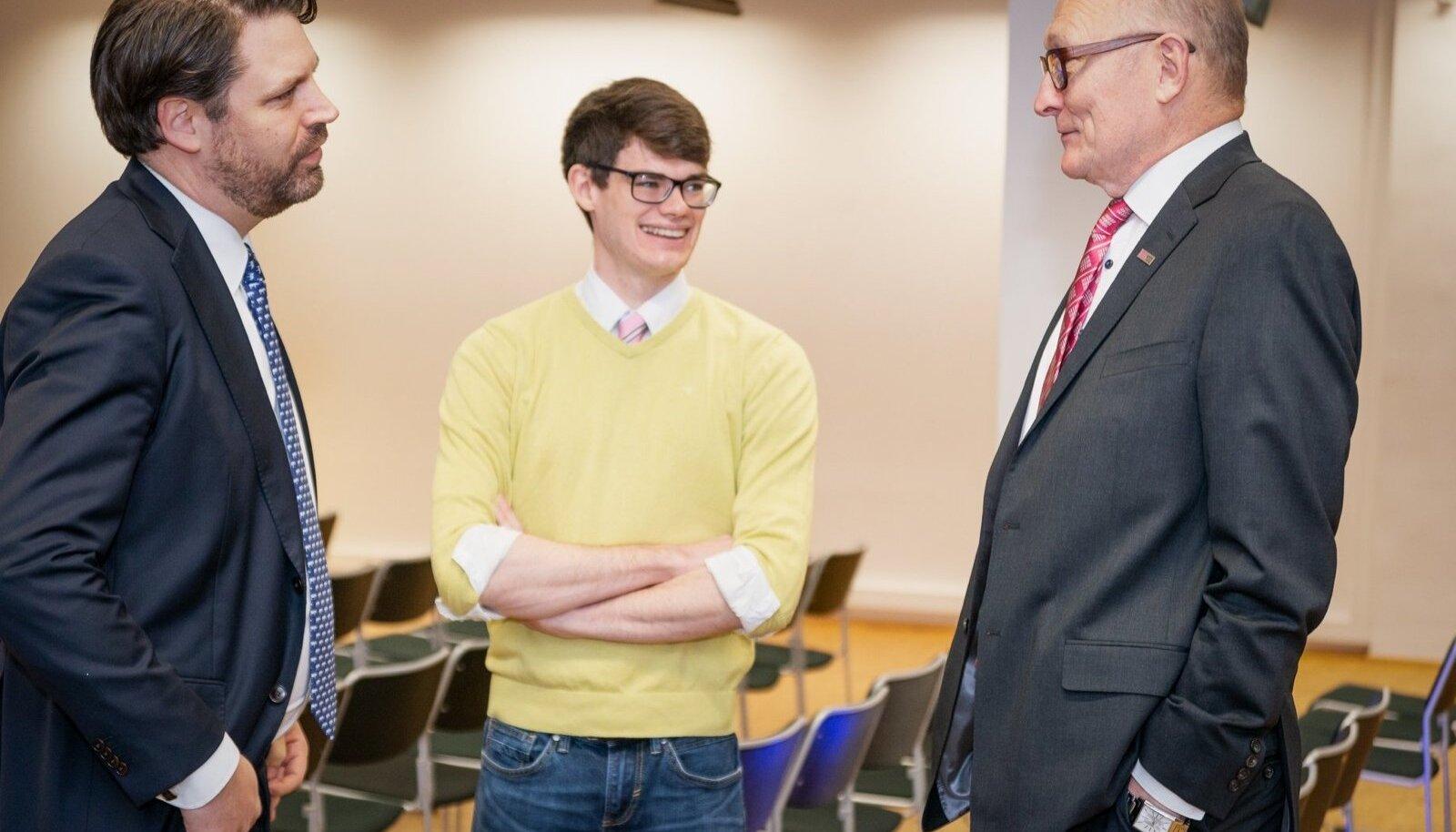 Keegan McBride (keskel) ja Jaak Aaviksoo ühisel koosviibimisel möödunud aasta detsembris