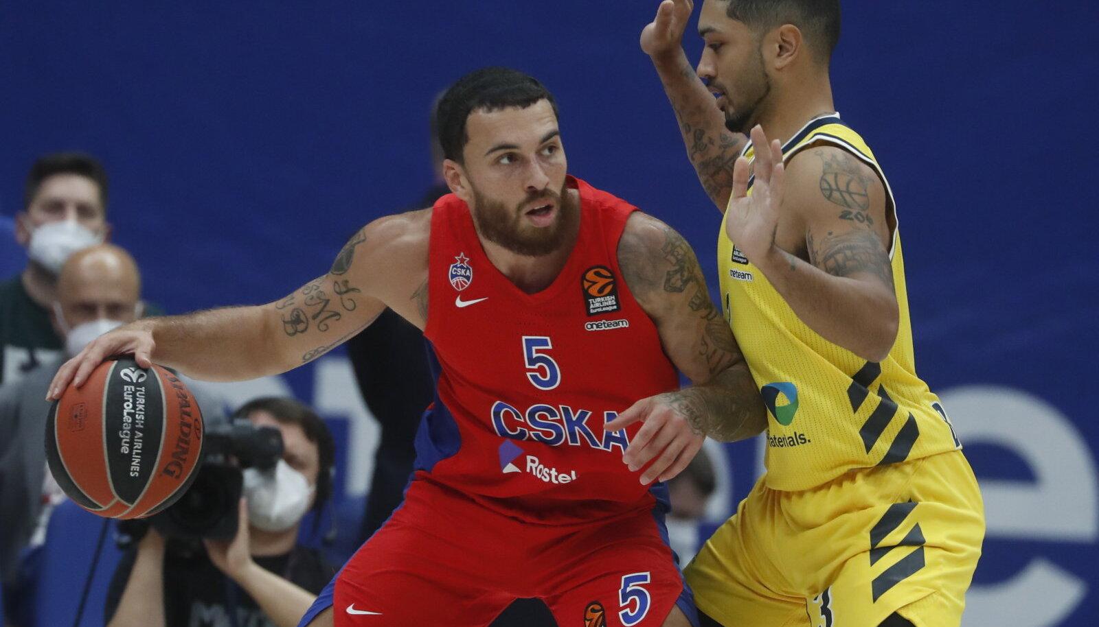 Moskva CSKA suurim skooritegija Mike James (palliga).