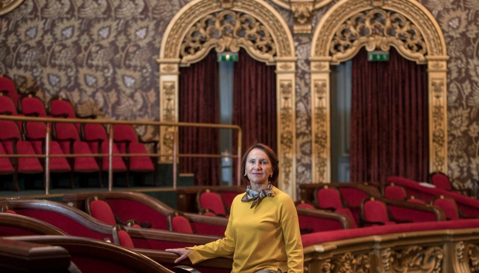 Festivali Kuldne Mask peakorraldaja Svetlana Jantšek ütleb, et Venemaa mõlemas pealinnas on surnud teatrimonstrumeid – riiklikud teatrid, milles aeg on seisma jäänud.