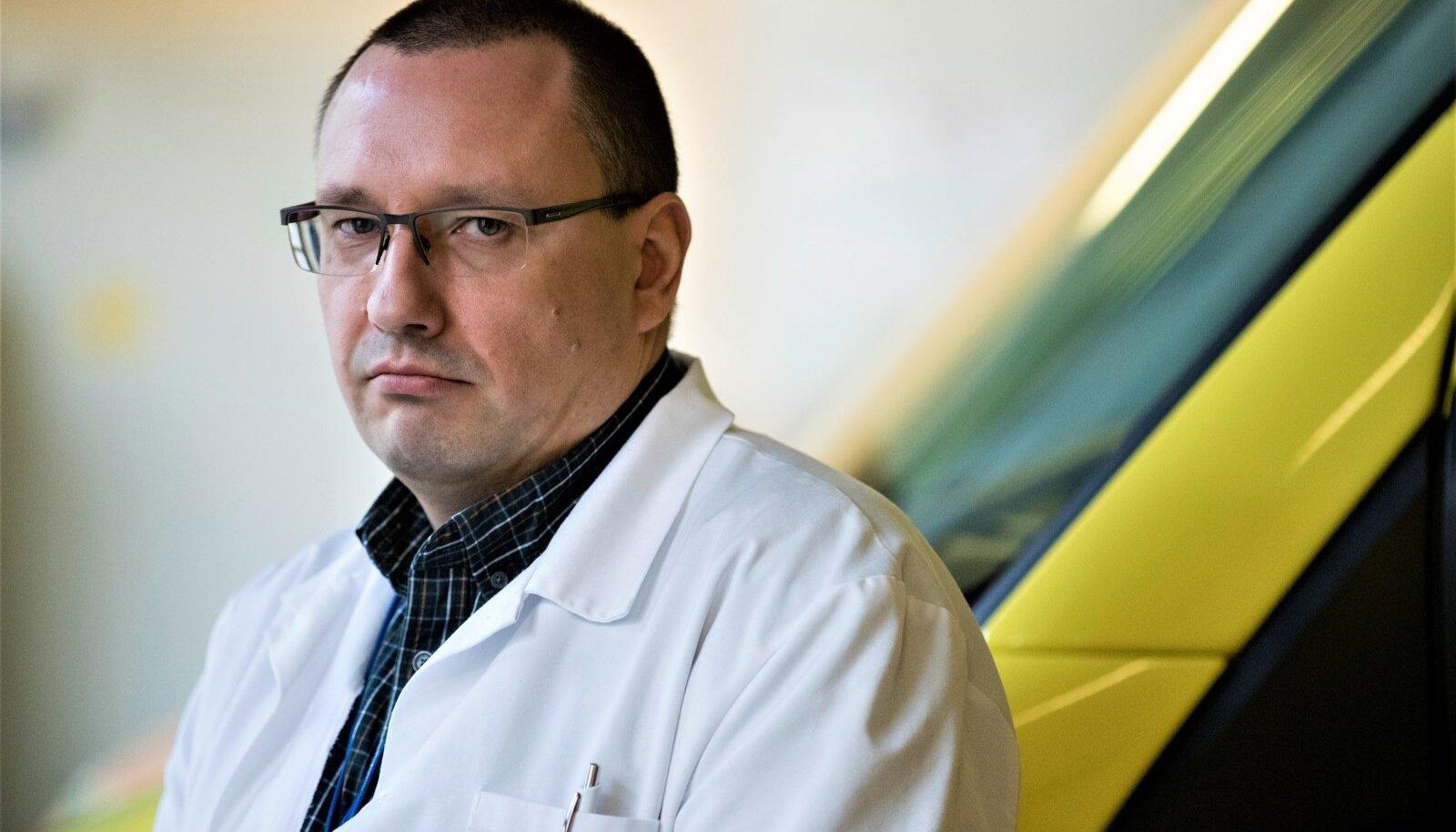 MEES, KELLESSE TASUB USKUDA: Terviseameti hädaolukorra meditsiinijuht Arkadi Popov.
