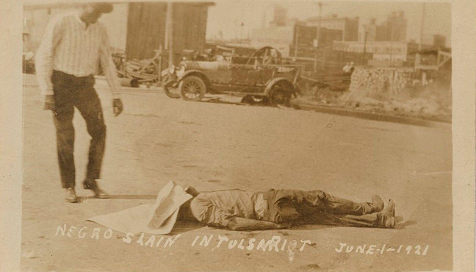 Tulsa veresauna motiividega postkaardid olid USA rassistlike valgete seas populaarsed suveniirid (foto: Wikimedia Commons)
