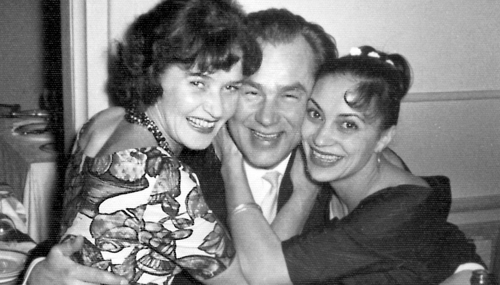 Asta (vasakul), Georg ja Elonna Spriit sünnipäevapeol, 1960ndate algus.