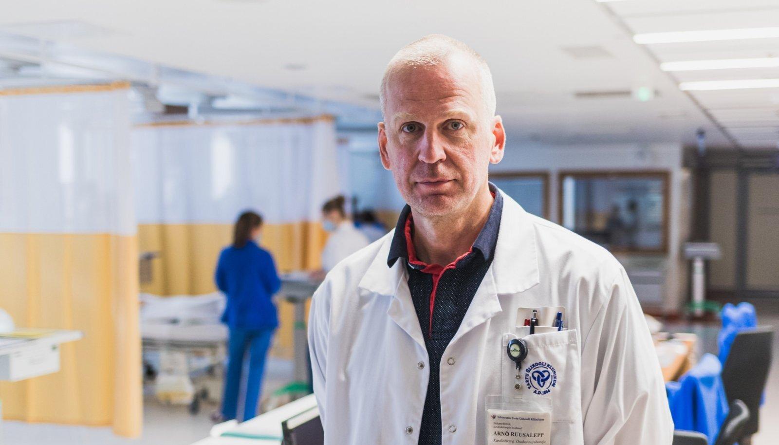 """""""Haigus on ikka inimese enda oma ning ta ise peab olema huvitatud ravist ja enda hoidmisest,"""" ütleb südamekirurg Arno Ruusalepp."""
