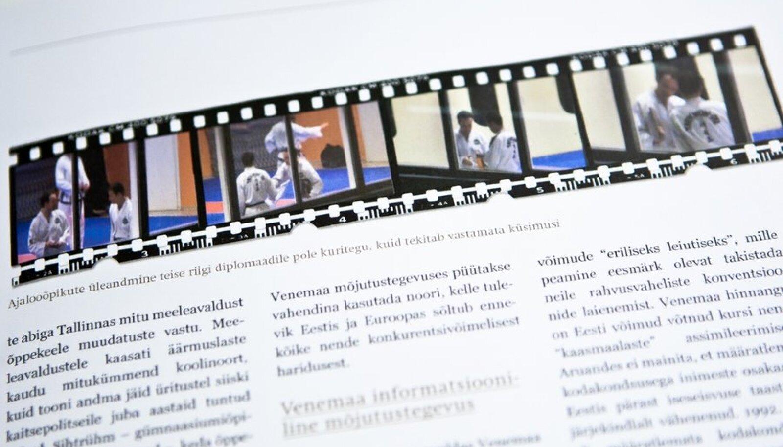 Fotod kaitsepolitsei aastaraamatus sellest, kuidas Mihhail Kõlvart annab Vene diplomaadile ajalooõpikuid