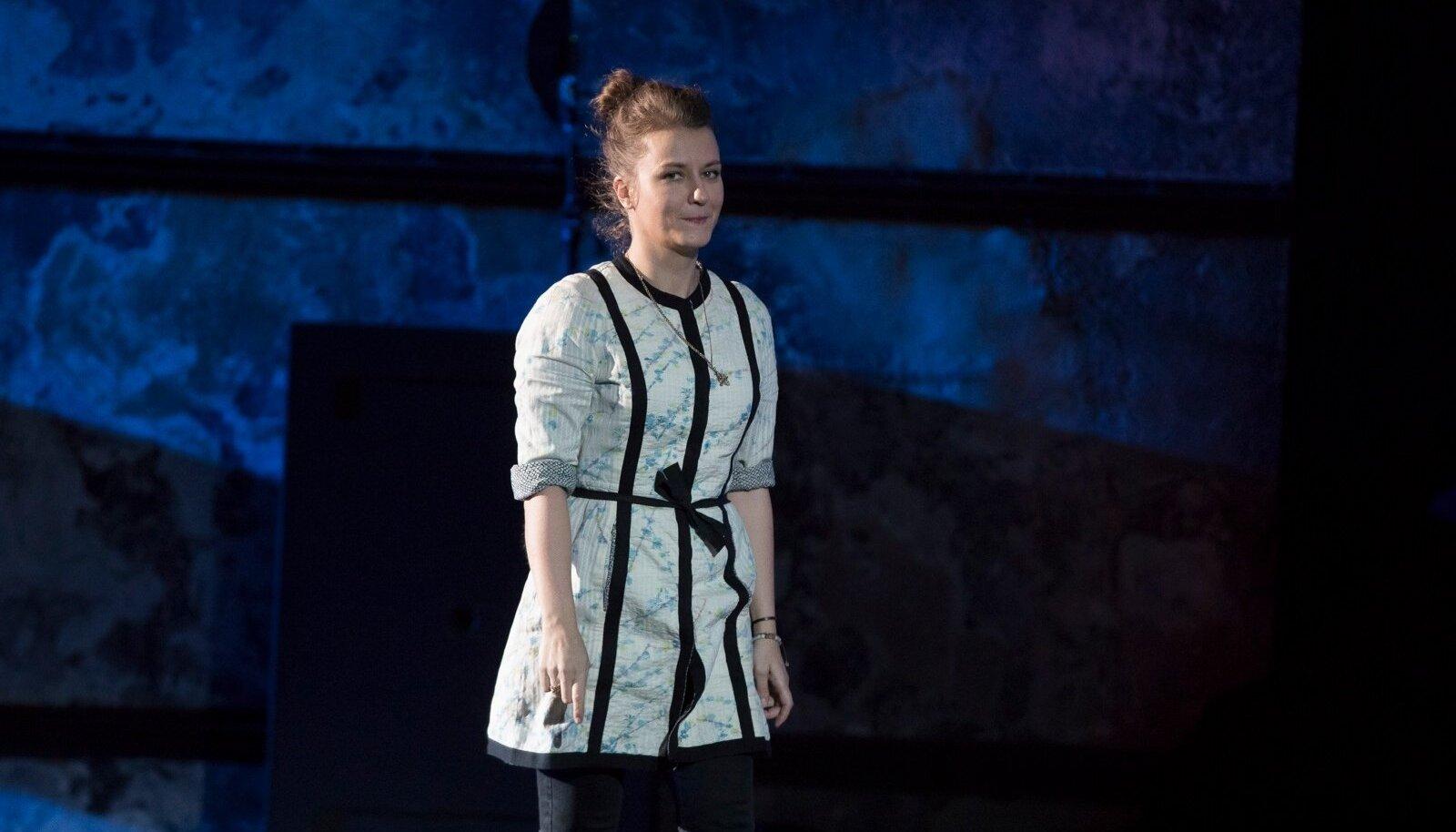 Kiirustades lavale: Renate Keerd tuli Kultuurikatlasse auhinnakuulikest vastu võtma otse etenduselt.