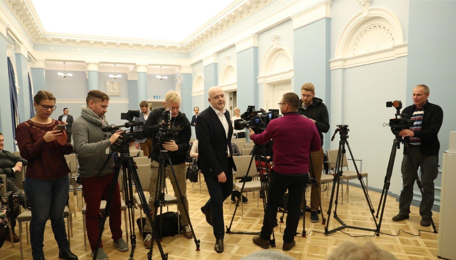 Siseminister Andres Anvelt teatas eile, et astub tagasi tervislikel põhjustel.