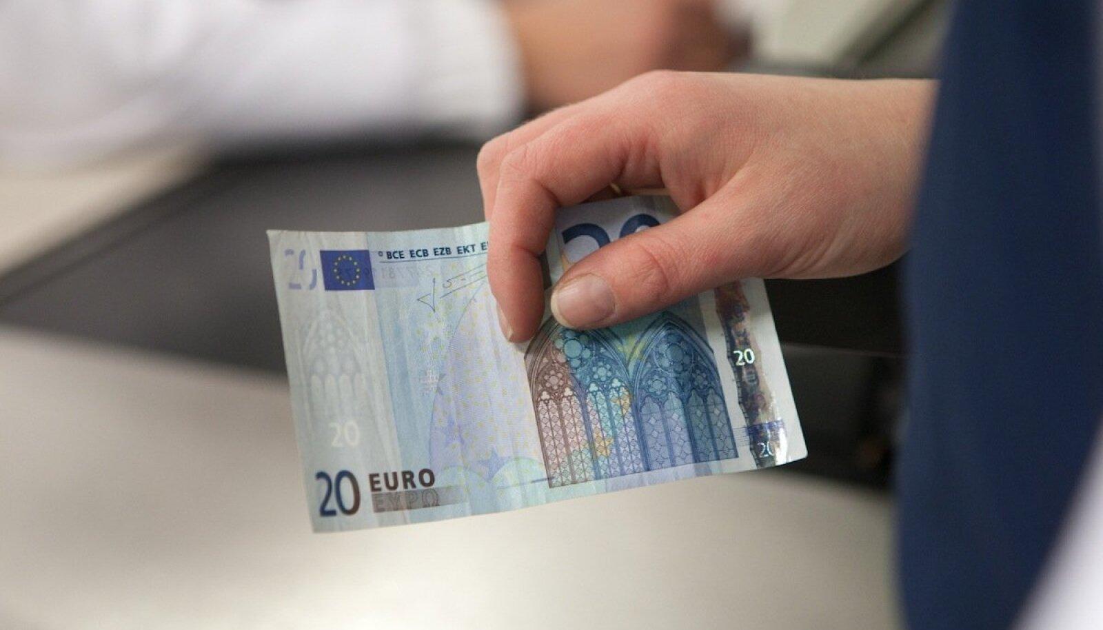 Pensionäridel pole poliitilise 20 lisaeuroga lähiajal poodi asja.
