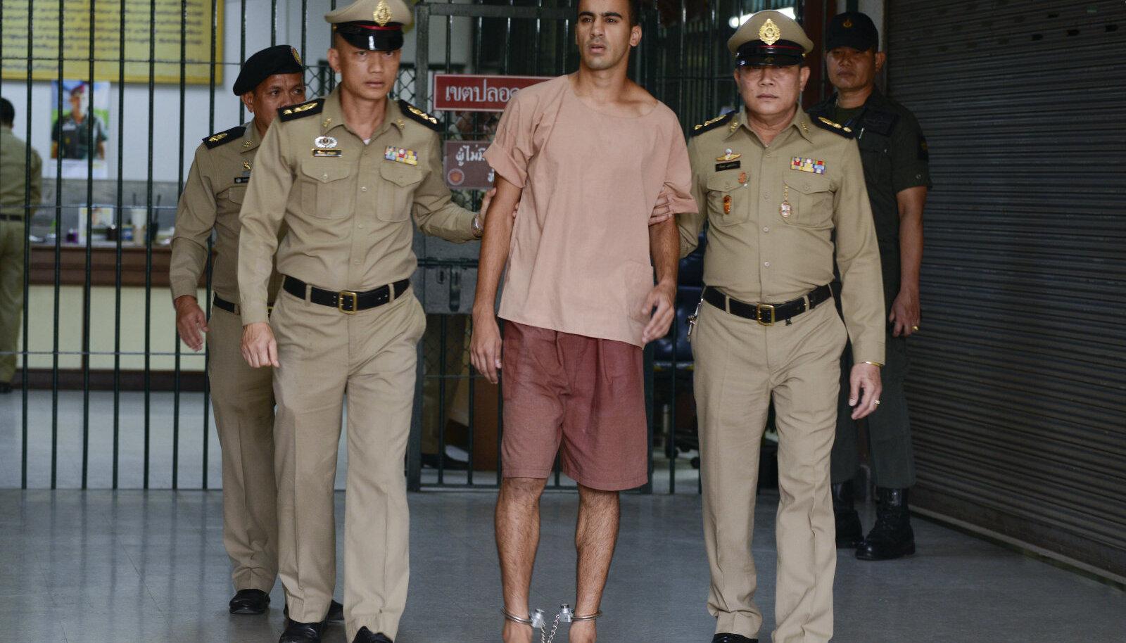 Hakeem al-Araibi toodi Bangkokis kohtu ette paljajalu ja raudades