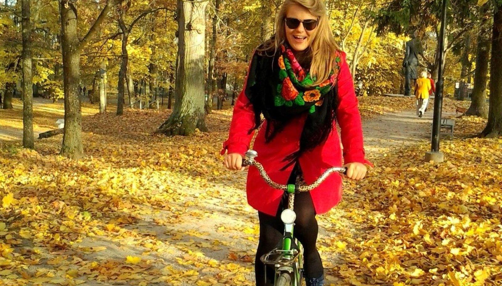 Evelina kiidab ratast kui head hommikust äratajat.