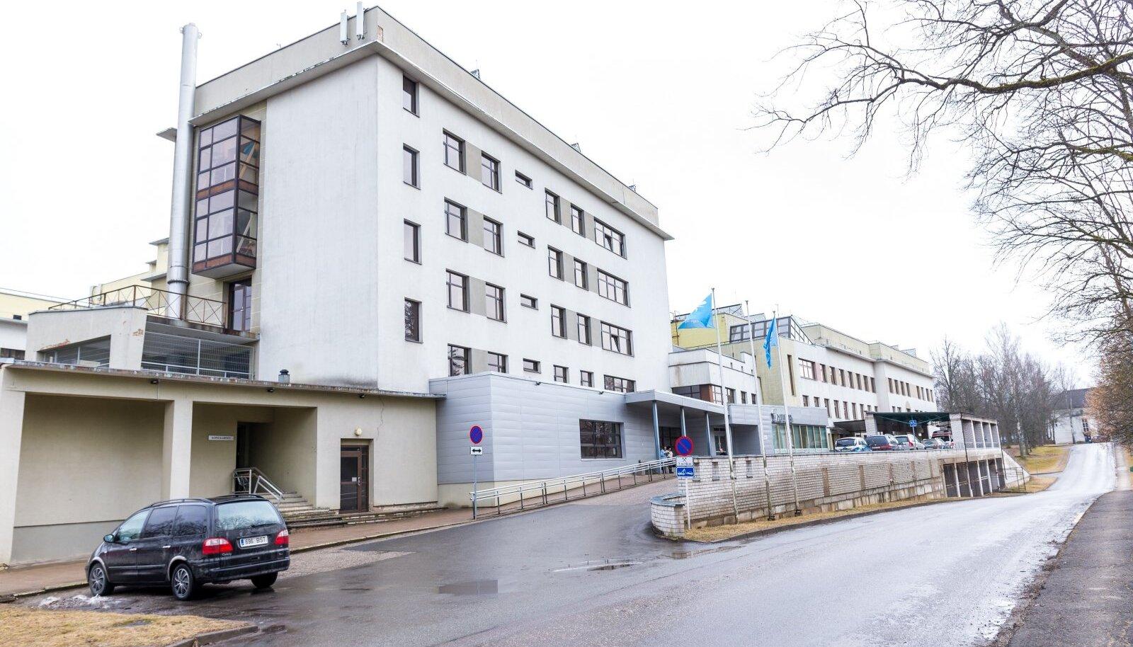 Kuigi seitse töötajat on nakkuse tõttu töölt eemal, ei ole haigla plaanilises ravis ümberkorraldusi teinud.
