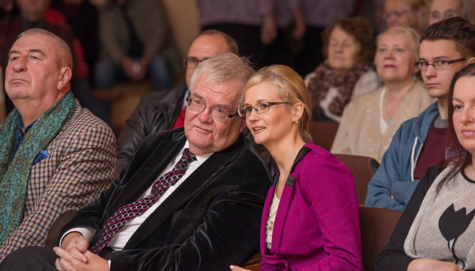 1.Edgar Savisaar ja Siret Kotka läinud aasta novembris Kiltsi rahvamaja uue põranda - mille ehitamist toetas Tallinna linnavalitsus - avamisel.