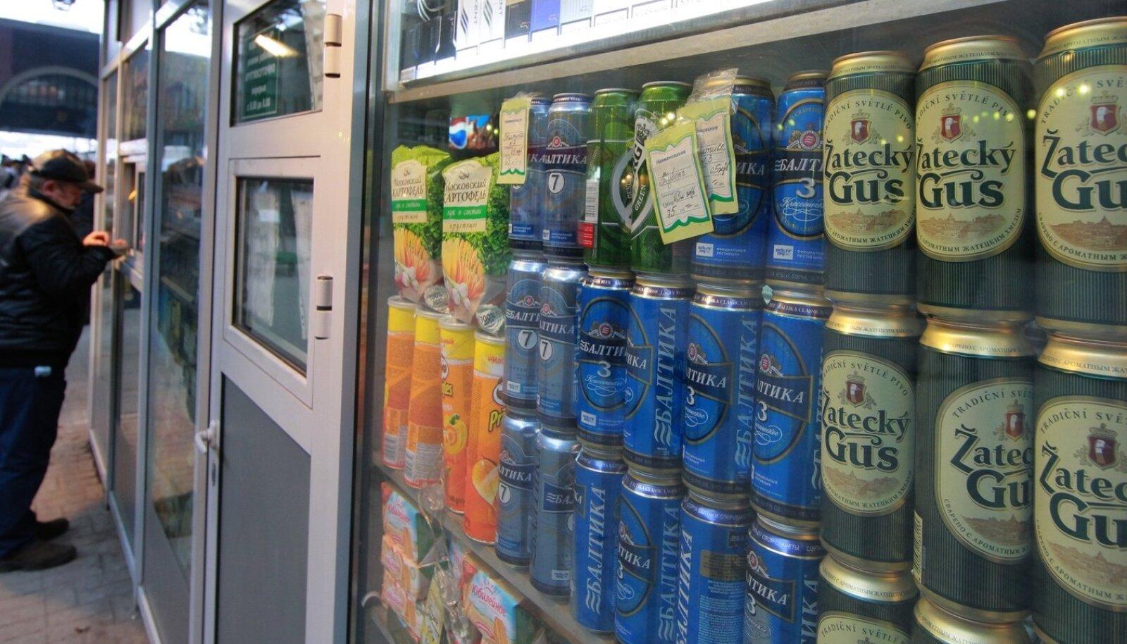 Õlle müük Venemaal kioskis.